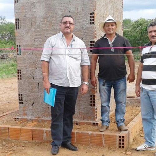 SIMÕES | Prefeito acompanha obras de construção de banheiros no interior; 64 famílias serão contempladas