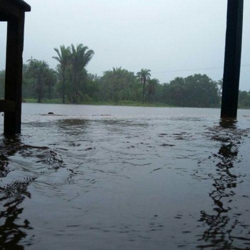 Com 5 dias de chuva, açude ameaça romper e isolar cidade no Sul do Piauí
