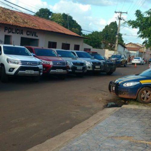 PRF realiza operação e  apreende caminhonetes de luxo roubadas