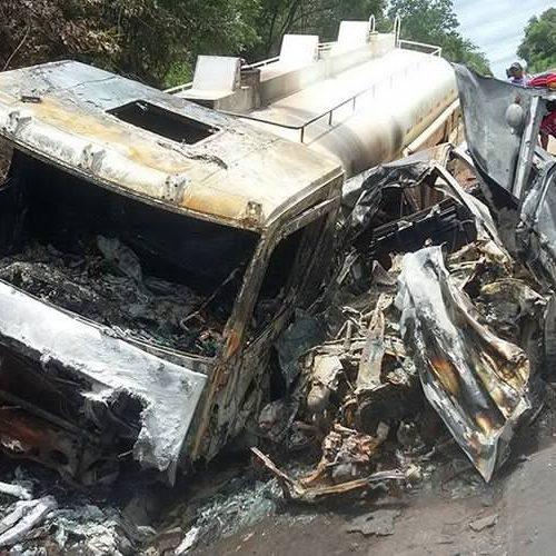 Veículos pegam fogo em colisão e deixam 4 mortos da mesma família no Piauí