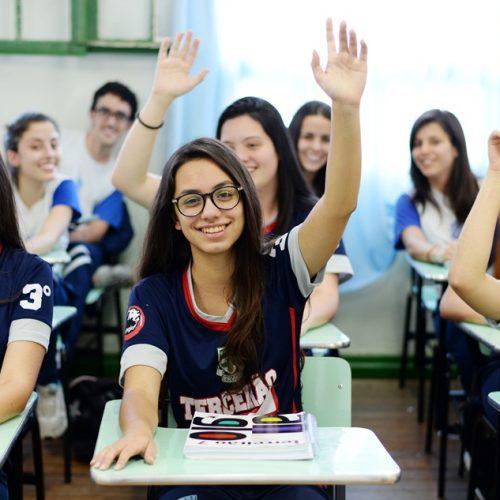 Senado aprova reforma do ensino médio; veja o que muda