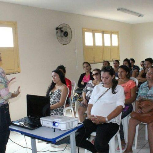 CRAS realiza entrega de kits em reunião para gestantes de Alegrete
