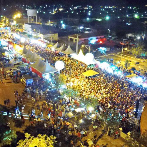 JAICÓS 183 ANOS   Shows levam multidão para avenida; veja fotos