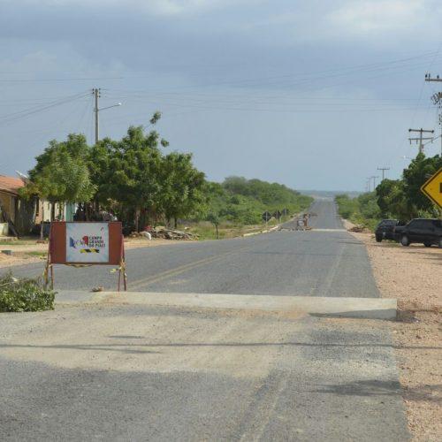 Prefeito de Campo Grande atende pedido de moradores e constrói lombadas na PI 229