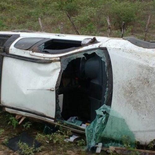 Veículo capota diversas vezes após animais invadirem rodovia do Piauí