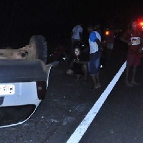 Colisão entre carro e micro-ônibus deixa um morto na BR 404 no PI
