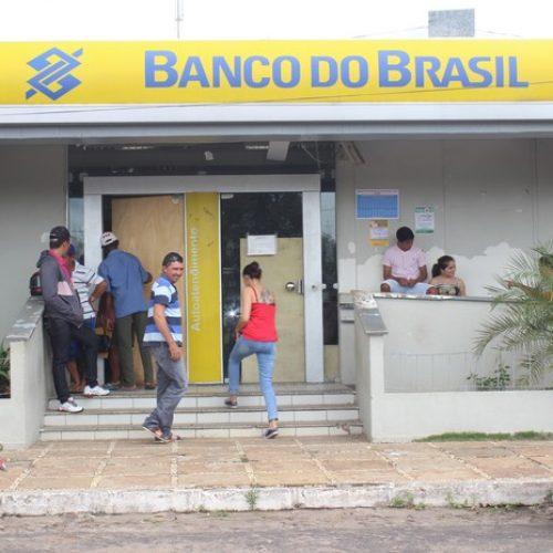 Idosos pagam frete e viajam quase 100km para sacar aposentadoria no Piauí