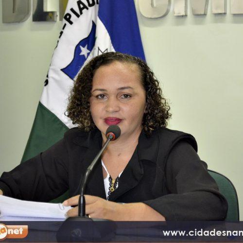 Na Câmara, Sirlene reivindica adutora para Jaicós e postos de saúde para o interior