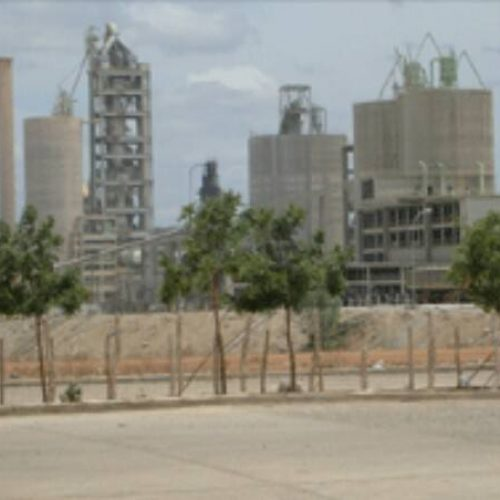 FRONTEIRAS   Fábrica de cimento  dispensa cerca de 500 funcionários e anuncia suspensão temporária dos serviços