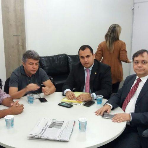 Em Teresina, prefeito de Jaicós reivindica melhorias no abastecimento de água