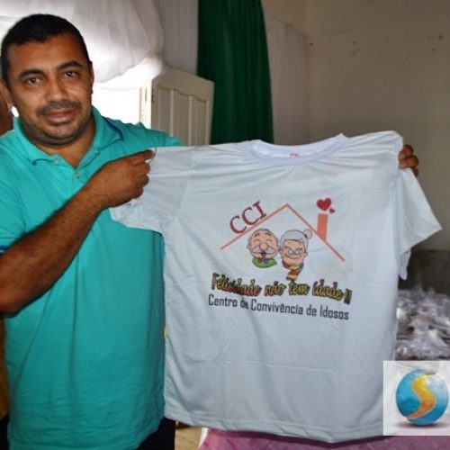 Prefeito de Jaicós  entrega camisetas aos idosos do CCI