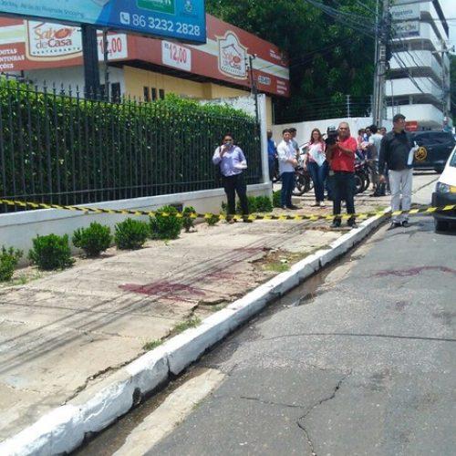 Policial Militar é morto e jovem é atingido com bala dentro de ônibus durante tiroteio