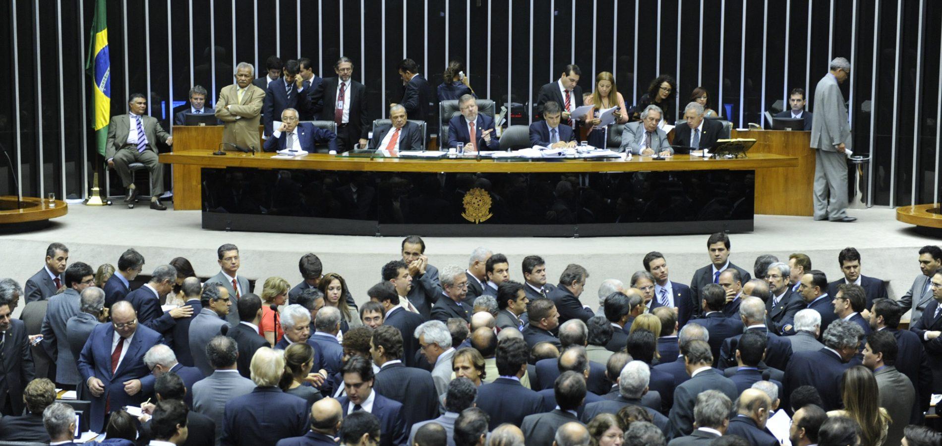 Sete deputados do Piauí aprovam projeto de terceirização; veja quais