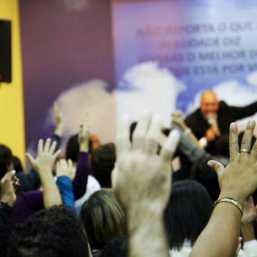TSE estuda controlar influência das igrejas nas eleições