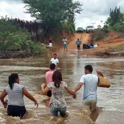 Moradores lançam campanha nas redes sociais para cobrar asfalto para cidade no Piauí