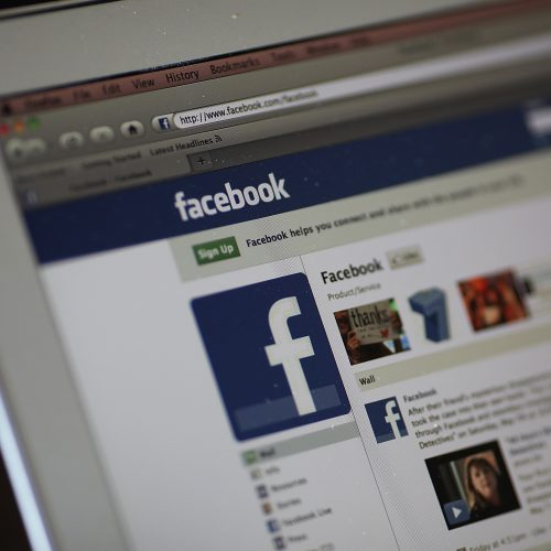 Facebook revela o que é proibido postar na rede social
