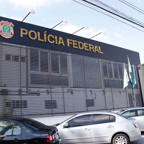 Polícia Federal do PI conduz coecitivamente Policial militar e prende dois por receptação de arma e celulares