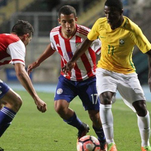 Brasil abre dois, mas permite reação do Paraguai e empata na estreia do hexagonal
