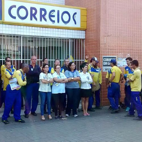 Trabalhadores dos Correios param as atividades contra a reforma da previdência