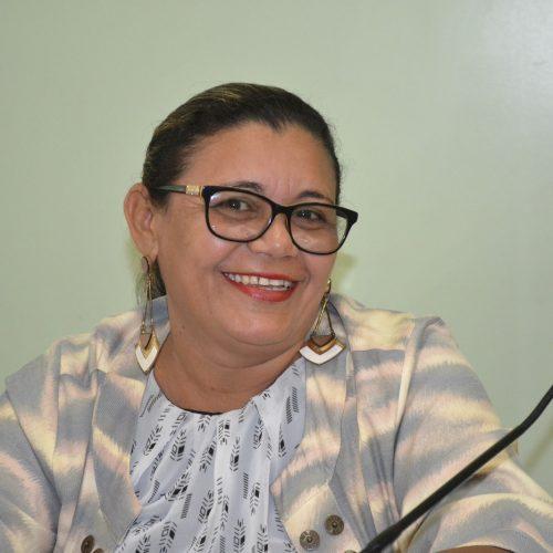 Vereadora Oziana deixa o hospital e retorna à Câmara para disputar a reeleição