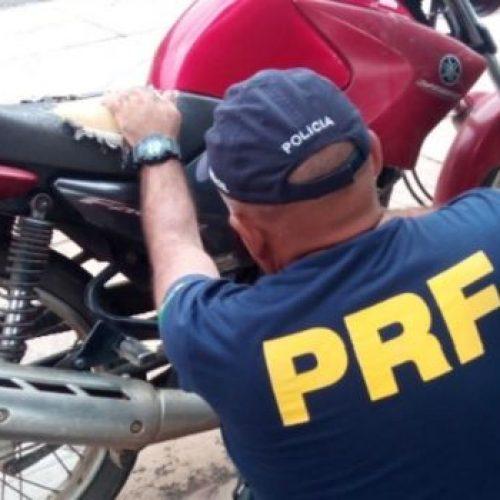 Polícia Rodoviária Federal prende casal com moto roubada em Alegrete do Piauí