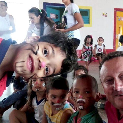 Escolas municipais comemoram a Páscoa em Vila Nova; prefeito participa da ação