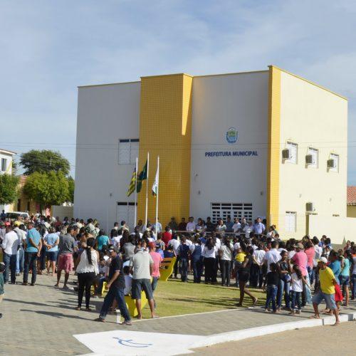 Prefeito Vianney inaugura diversas obras e entrega carro novo no aniversário de Caldeirão Grande