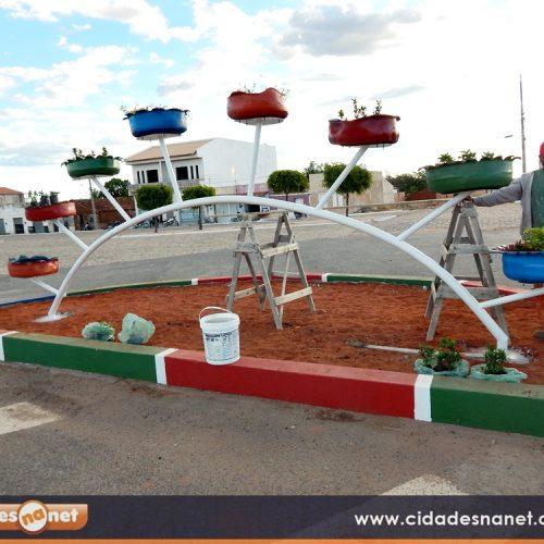 Pneus velhos são reciclados para embelezar a cidade de Jacobina do Piauí