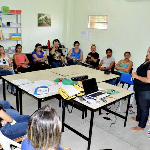 Educação realiza capacitação com monitores do novo Mais Educação em Vila Nova