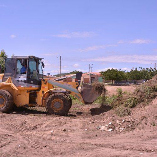 Prefeitura de Fronteiras inícia limpeza de terrenos baldios