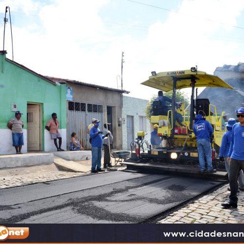 Prefeito Valdinar inicia o 4º mês de gestão asfaltando ruas em Padre Marcos. Veja!