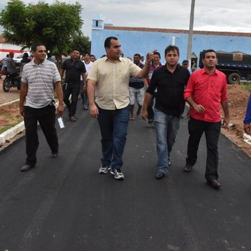 Deputado Georgiano Neto faz visita às obras de pavimentação asfáltica em Padre Marcos
