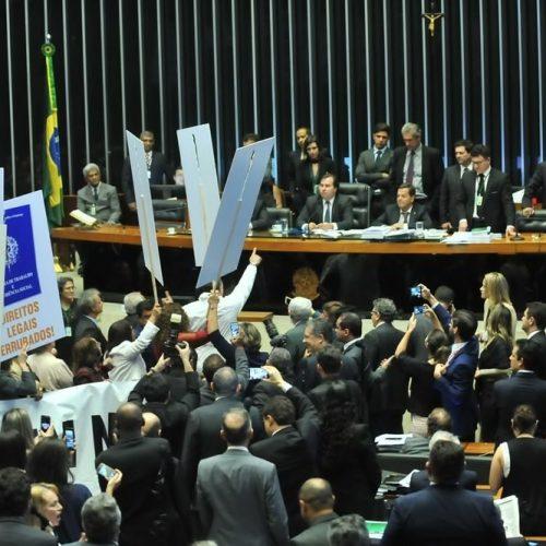 Reforma trabalhista foi aprovada por 296 votos contra 177; veja o que muda