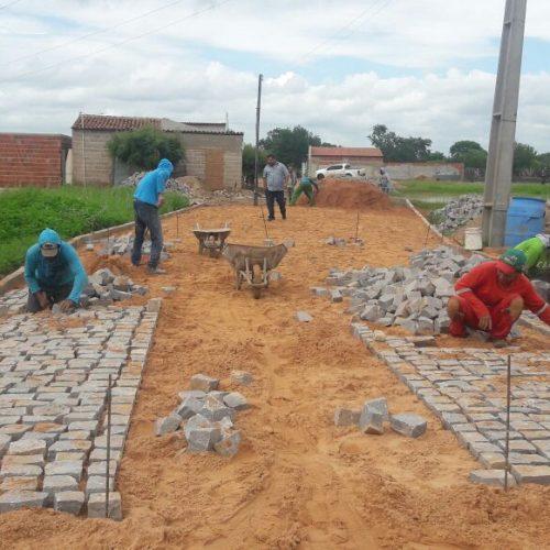 BELÉM   Prefeito Ademar acompanha obras de pavimentação no povoado Caboclo e melhoria de estrada
