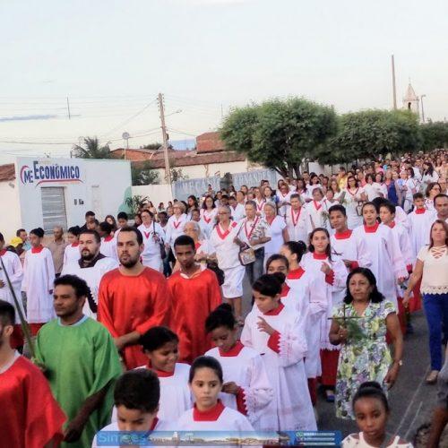 Domingo de Ramos reúne multidão de católicos em Simões; veja fotos