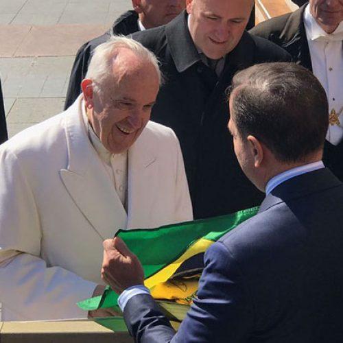 Doria encontra Papa no Vaticano e pede para rever decisão de não vir ao Brasil