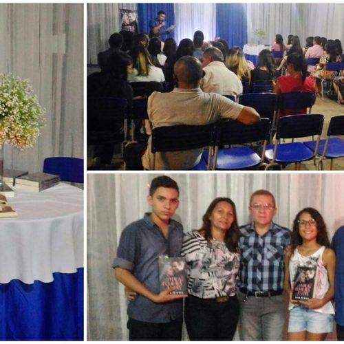 PADRE MARCOS | Após sucesso na internet, educador lança o livro 'Nada se Compara a Você'