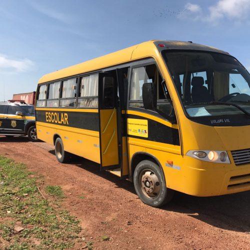 """PRF apreende ônibus de Patos do Piauí e prefeito fala sobre o caso: """"Estava servindo a quem precisa"""", diz"""