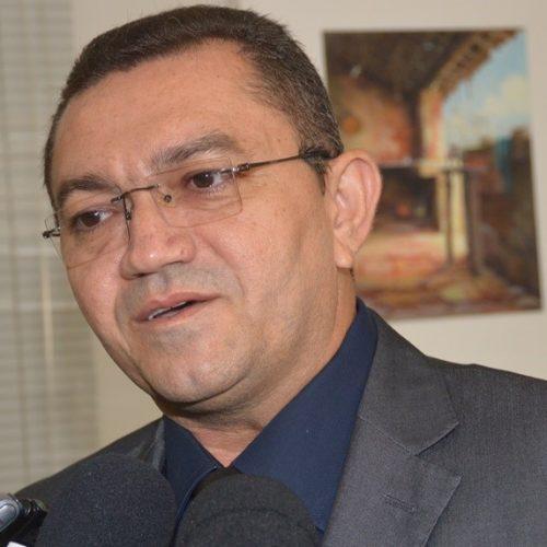 Prefeito Padre Walmir Lima nomeia comissão para elaborar novo projeto de iluminação pública