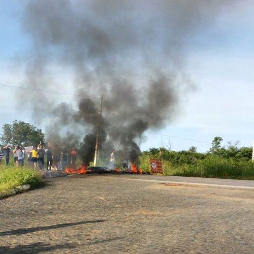 Greve geral movimenta Piauí, bloqueia acessos e lojistas baixam as portas