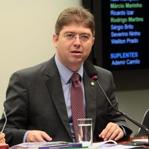 Comissão de Defesa pede informação sobre aumento de taxa do Enem