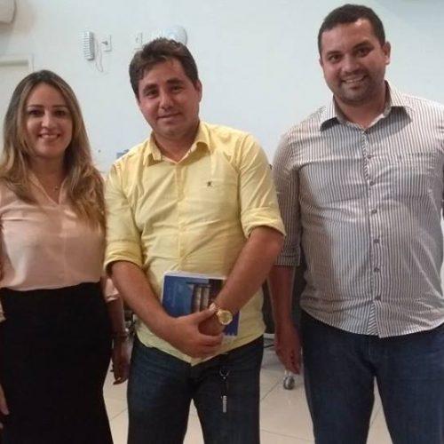 Em audiência com Rejane Dias, prefeito de Padre Marcos reivindica calçamento e passagem molhada para o município