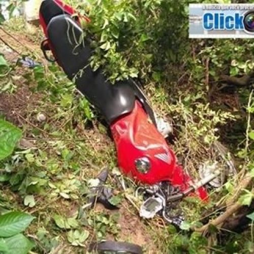 Homem morre após perder controle de moto e bater em poste na BR-402