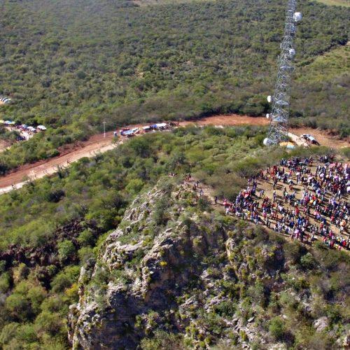 Em Jaicós, católicos sobem ao topo do Morro para rezar e agradecer; veja fotos exclusivas