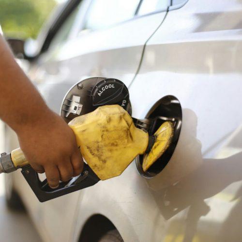 Governo anuncia acordo para baixar o preço do combustível
