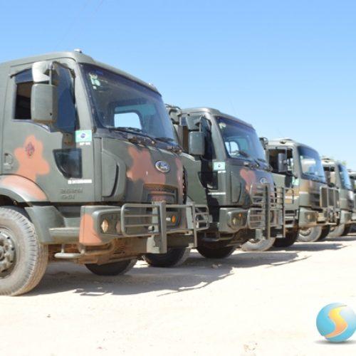 Comboio do Exército com 06 carros-pipas e 20 homens chega a Jaicós para substituir pipeiros