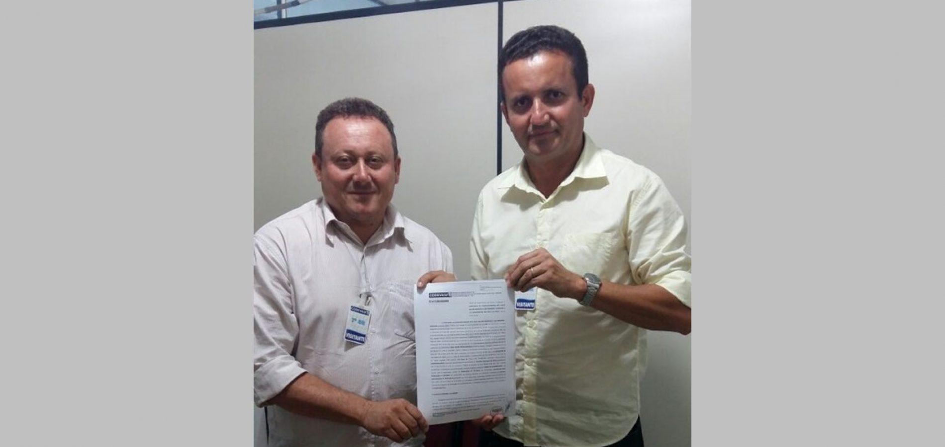 Prefeito assina convênio de R$ 3,7 milhões com a Codevasf, para implantação de adutora de água na zona rural de Vila Nova do Piauí