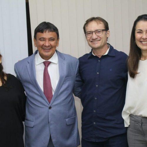 Prefeito de Massapê do Piauí participa de audiência com o governador Wellington Dias
