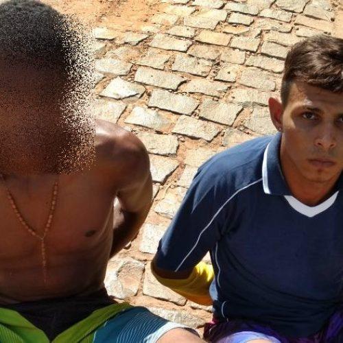 Dupla suspeita é flagrada com moto e bolsa roubada em Picos