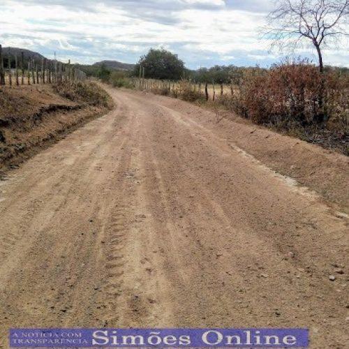 Prefeito Zé Ulisses recupera estradas vicinais em Simões